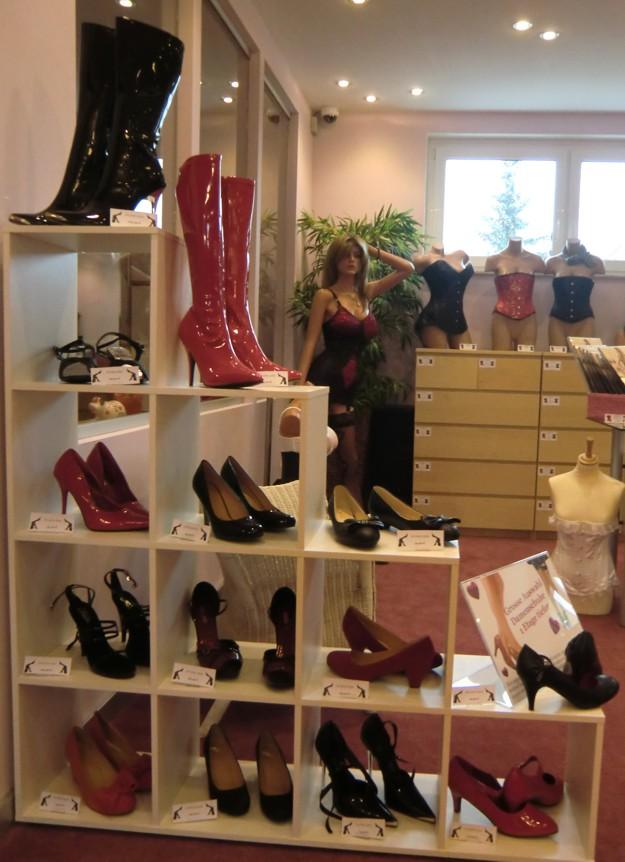 damenschuhe-auswahl-showroom-transgender-schwaig-nuernberg.jpg