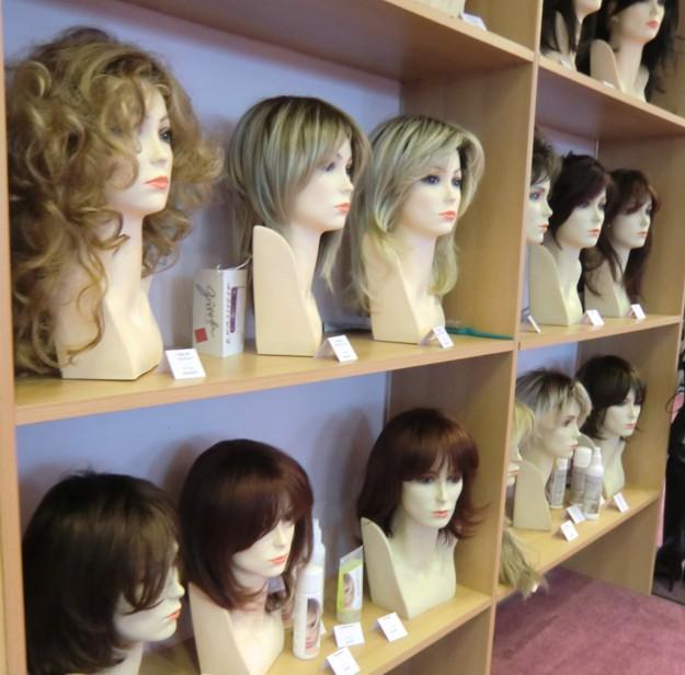 peruecken-ausschnitt-showroom-transgender-schwaig-nuernberg.jpg